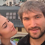 Невеста Александра Овечкина Анастасия Шубская показала помолвочное кольцо.