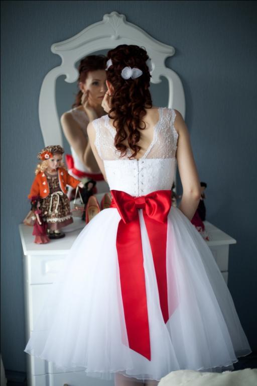 Продаётся свадебное платье. alhimik238@mail.ru. Дарья. оригинальное и яркое платье