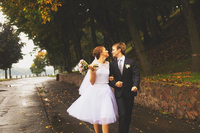 Фото короткое свадебное платье с фатой
