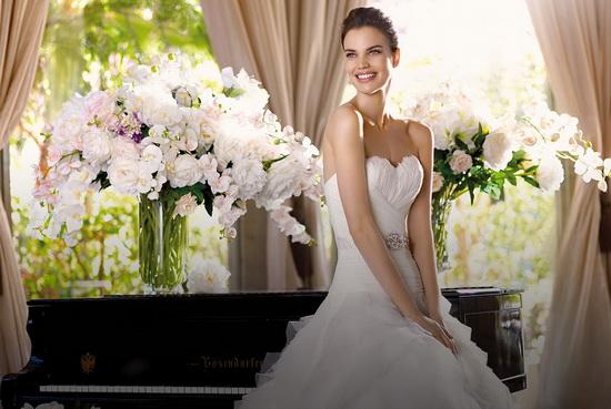 77e7c1a81fc32e9 Многие известные дизайнеры посвятили созданию свадебных коллекций все  творческие силы, ведь невеста – символ женственности и вечной женской  красоты.